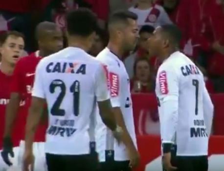 Robinho e Rafael Carioca discutem - Internacional 2 x 0 Atlético MG