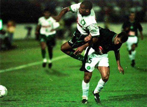 2001 - Palmeiras x Guarani (foto:Ari Ferreia/LANCE!Press)