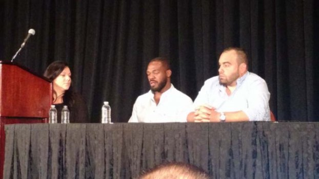 Jon Jones chora ao falar sobre doping