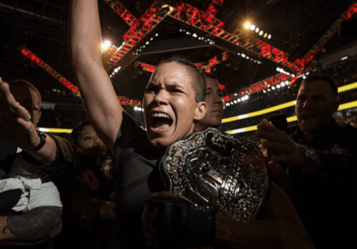 Amanda Nunes comemora conquista de título do UFC