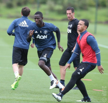 Bailly e Depay - Treino do Manchester United