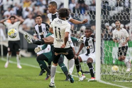 Resultado de imagem para Figueirense x Corinthians 2016 torcida