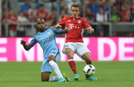 Delph - Manchester City x Bayern de Munique