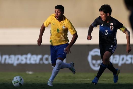 3817c33099e9 Flamengo recebe Seleção e dá camisas a Rafinha, Renato e Neymar | LANCE!
