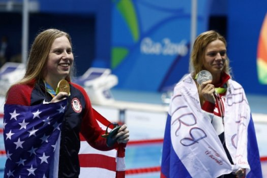 Yulia Efimova e Lilly King (Foto: AFP)