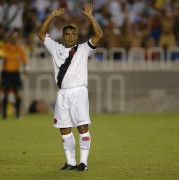 3f8ea7800561e Vasco lança camisa comemorativa aos dez anos do gol mil de Romário ...