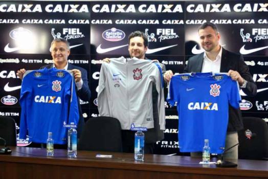 Corinthians anuncia patrocínio de cervejaria espanhola por três anos ... c2c8a712baed1