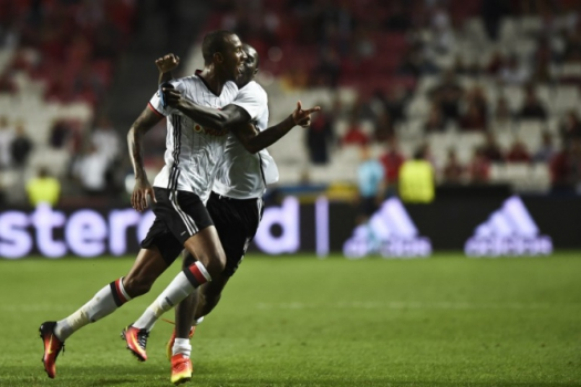 Talisca anotou o gol do Besiktas no empate com o Benfica