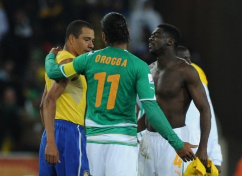 Gilberto Silva - Brasil x Costa do Marfim (Drogba e Kolo Touré) - Copa 29495522f6fc8