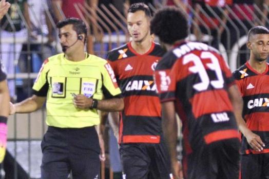 Sandro Meira Ricci - Arbitro durante o clássico entre Flamengo e Fluminense