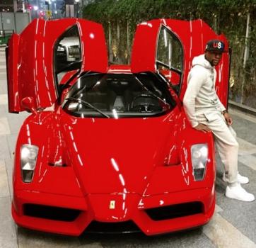 Floyd já exibiu sua Ferrari também.