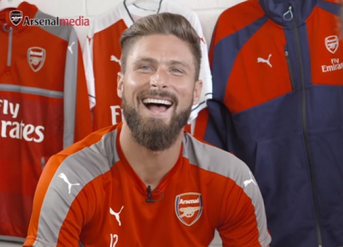 Oliver Giroud em vídeo do canal do Arsenal