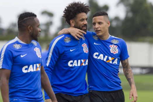 Treino do Corinthians - Willians, Cristian e Guilherme Arana