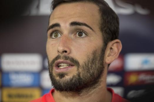 eac68f060a Aleix Vidal sente dores na coxa direita e tem volta indefinida ao Barcelona
