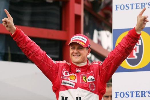Michael Schumacher é o maior vencedor da história, com sete títulos: 94, 95, 2000, 01, 02, 03 e 04
