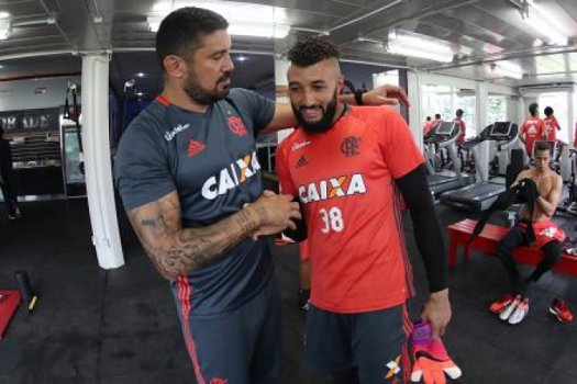 Com Guerrero e Muralha, Flamengo volta ao trabalho no Ninho do Urubu