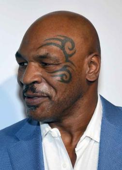 Outro ídolo do boxe, Mike Tyson cumpriu pena por estupro e assalto nos anos 90