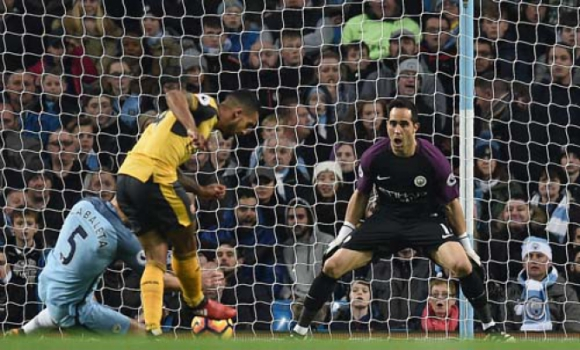 Manchester City x Arsenal - Gol Walcott
