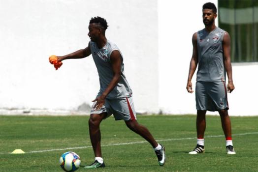 Fluminense bate Coritiba fora de casa e se aproxima do G-6