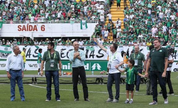 Maurício Galiotte recebe homenagem em Chapecó
