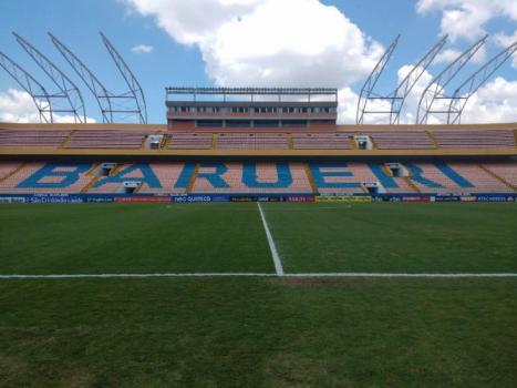Santos busca alternativas para o Pacaembu e visita outros estádios