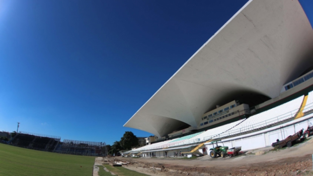 Construção do estádio Luso Brasileiro