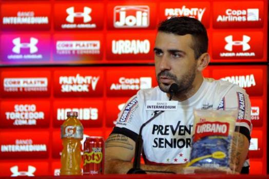 Pratto comenta briga no Uruguai e cita Felipe Melo: &#39Está em todas&#39