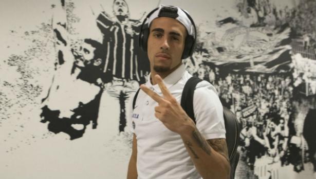 Corinthians vê em Gabriel carrapato ideal e tenta fazer dele um