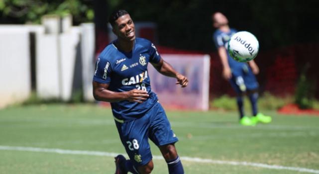 Berrio treinando pelo Flamengo
