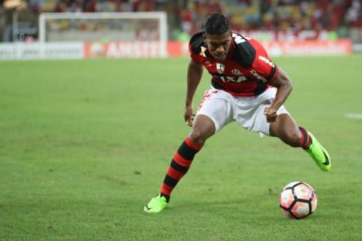 Berrío contra o San Lorenzo (Gilvan de Souza / Flamengo)
