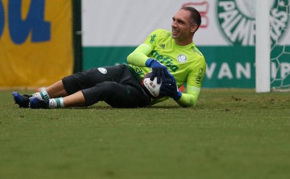 Atacante Deyverson veste uniforme do Palmeiras e manda recado
