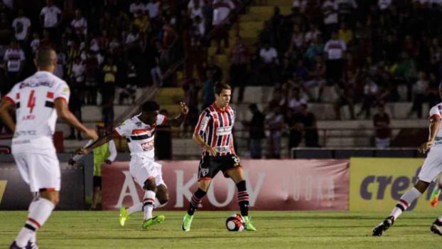 Bruno sofre lesão e São Paulo deve ter improviso contra o Corinthians