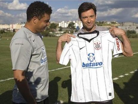Veja famosos que posaram com camisa de clubes brasileiros  a5b8551966fc2