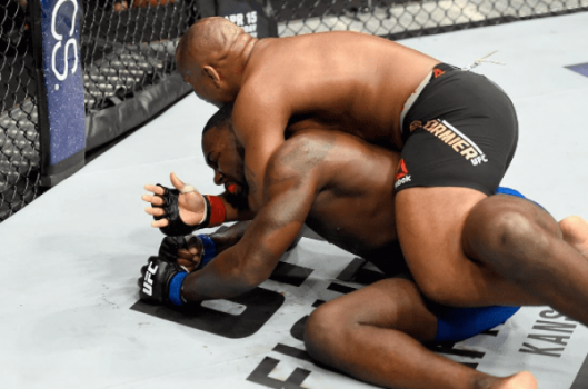 Daniel Cormier finalizou Anthony Johnson no segundo round