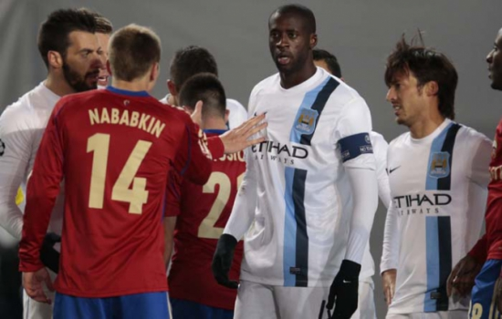 Yaya Touré - com camisa do Manchester City