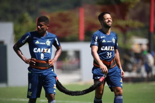 Márcio Araújo e Diego em treino dc7ec7ecf61fe