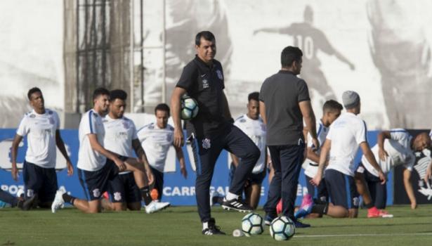 Corinthians define perfil, e Carille confirma busca por novo zagueiro