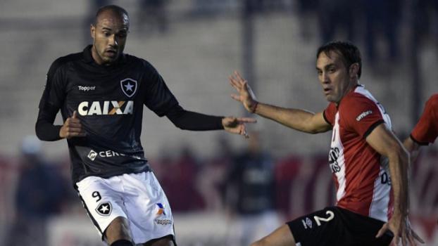 Botafogo perde para o Estudiantes, mas avança em primeiro no grupo
