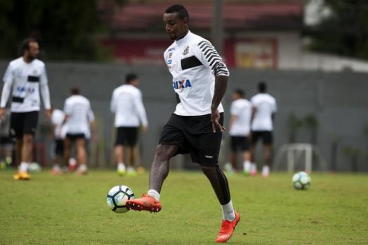 Cleber faz treino extra e quer apagar estreia pelo Santos: &#39Não valeu&#39