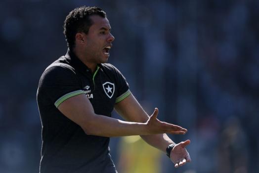 Jair explica declarações sobre contratação de treinadores estrangeiros no Brasil