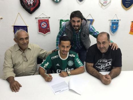 Palmeiras renova com dois destaques da base: Vitão e Alan Guimarães