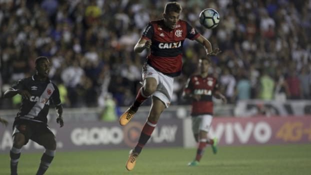 dcbf93a0e6 ATUAÇÕES  Everton Ribeiro é o melhor e Martin Silva salva Vasco