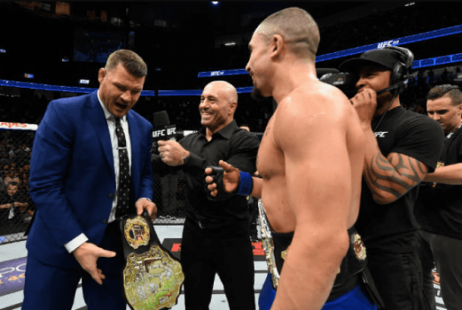 Michael Bisping provoca Robert Whittaker dentro do octógono do UFC