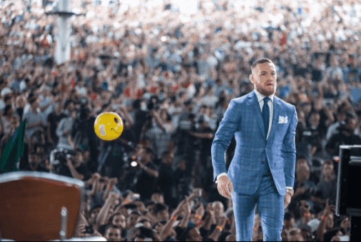 "Conor McGregor durante coletiva de imprensa de turnê mundial de ""May-Mac"""