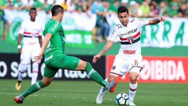 Dorival pede tempo no São Paulo, enquanto jogadores querem resgatar confiança