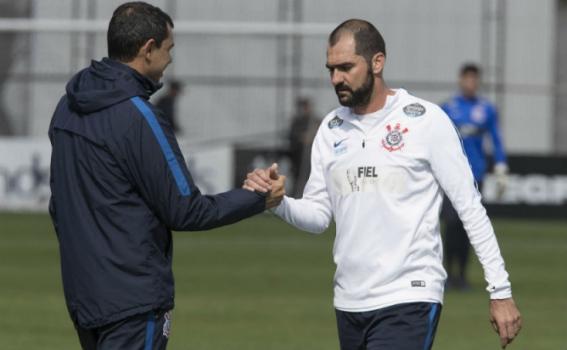Vem reforço aí! Danilo está perto de retornar no Corinthians após um ano