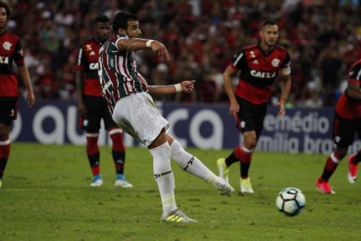 Fluminense 2 x 2 Flamengo - um pênalti (Henrique Dourado converteu para o Flu)