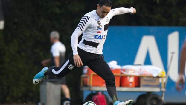 Ricardo Oliveira faz dois gols em treino e encaminha retorno ao Santos