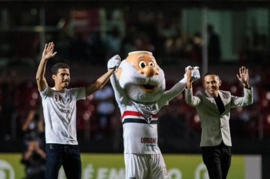 Hernanes e Marcos Guilherme vão ao Morumbi e clube homenageia Waldir