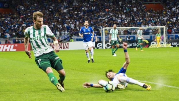 Torcedores do Palmeiras cobram jogadores em hotel de BH; Confira